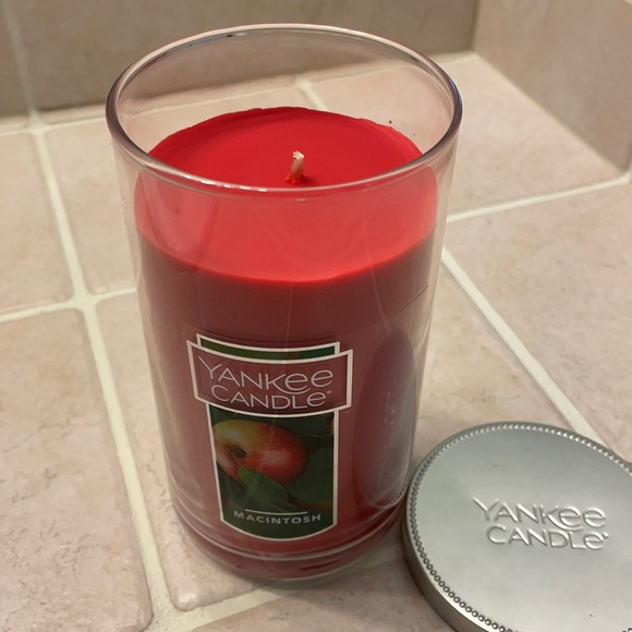 NEW 12oz Macintosh Yankee Candle